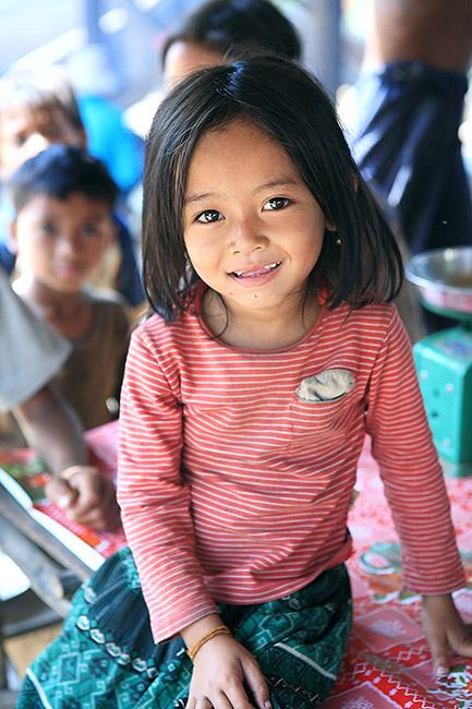 赤い服の少女 (カンボジア 2007)